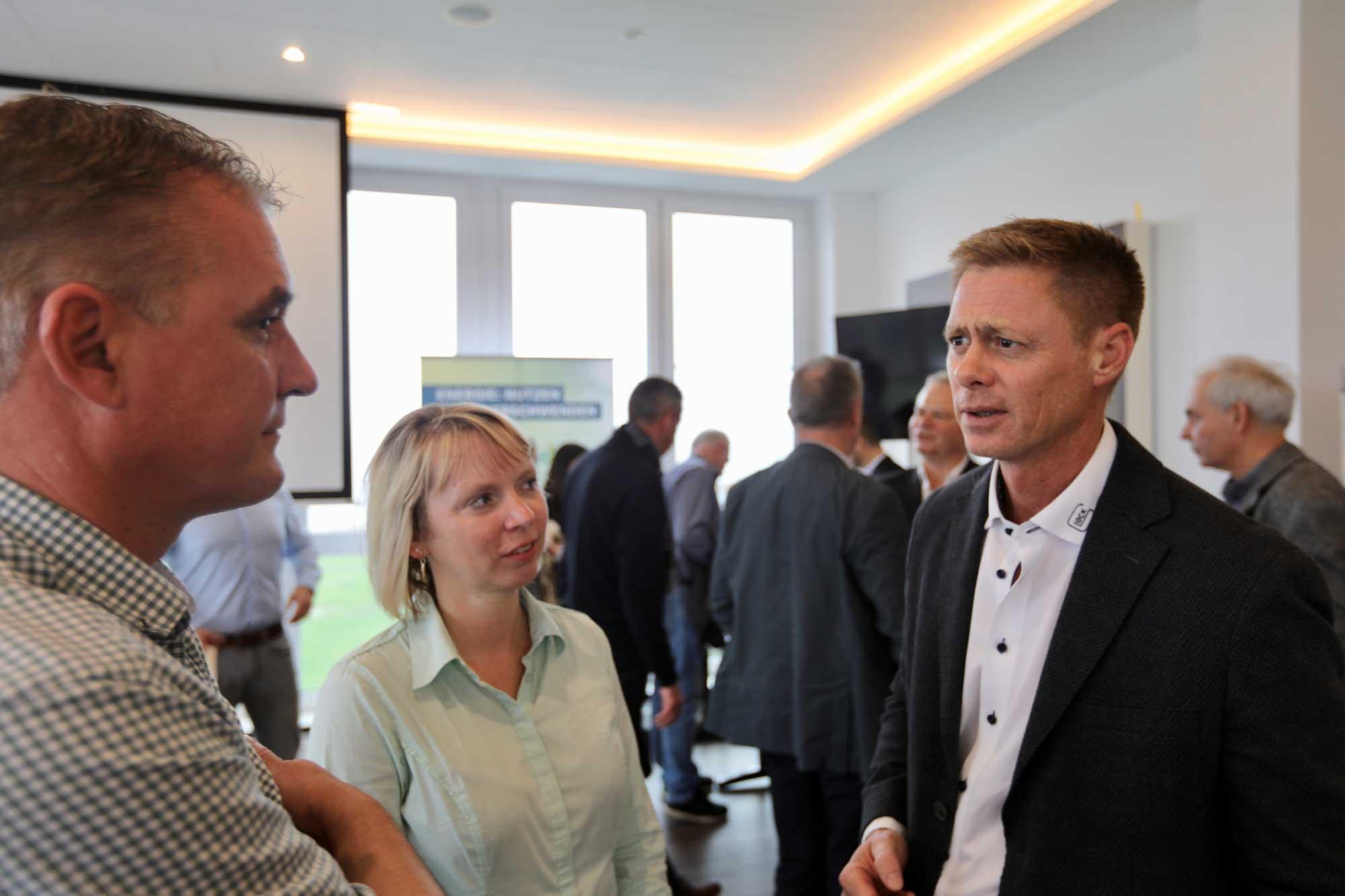 Unsere Geschäftsführer Ricardo Joerges und Nicole Winkler im Gespräche mit Alexander Peemöller von Glock Oekoenergie
